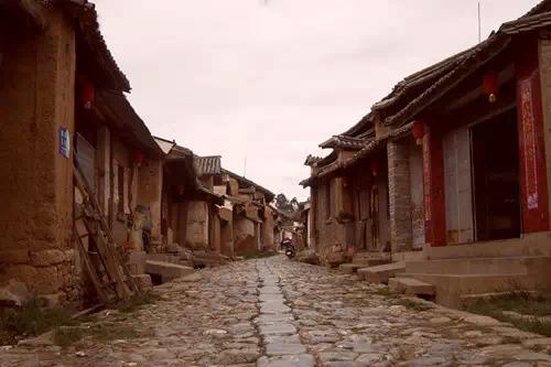"""云南驿,在大理州祥云县,是千年茶马古道的咽喉要地,最早叫""""云南""""的"""
